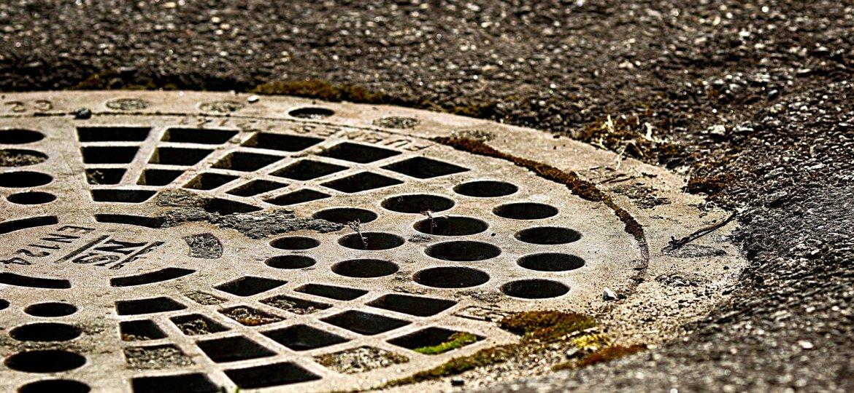 manhole-covers-3393392_1920